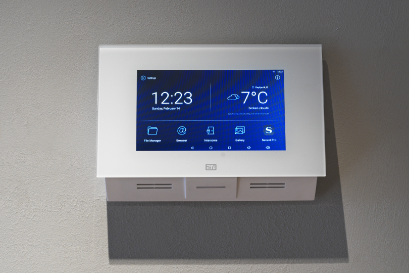 2N indoor touch screen
